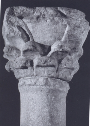 Capitel de tipo corintizante