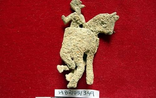 Cavaleiro de chumbo (século XII/XIII) antes da intervenção de conservação